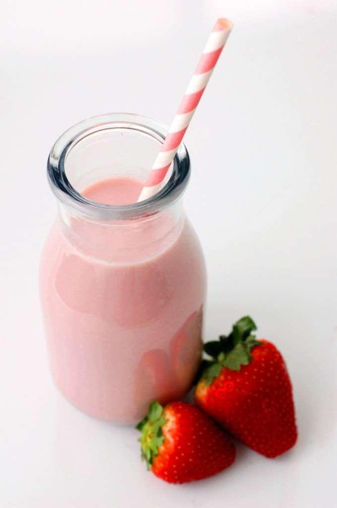 DIY-strawberry-syrup-no-dye